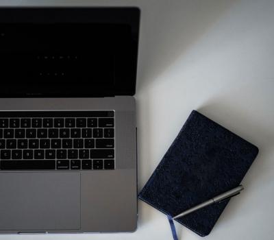 Service Laptop Layar Mati atau Bergaris di Batubulan